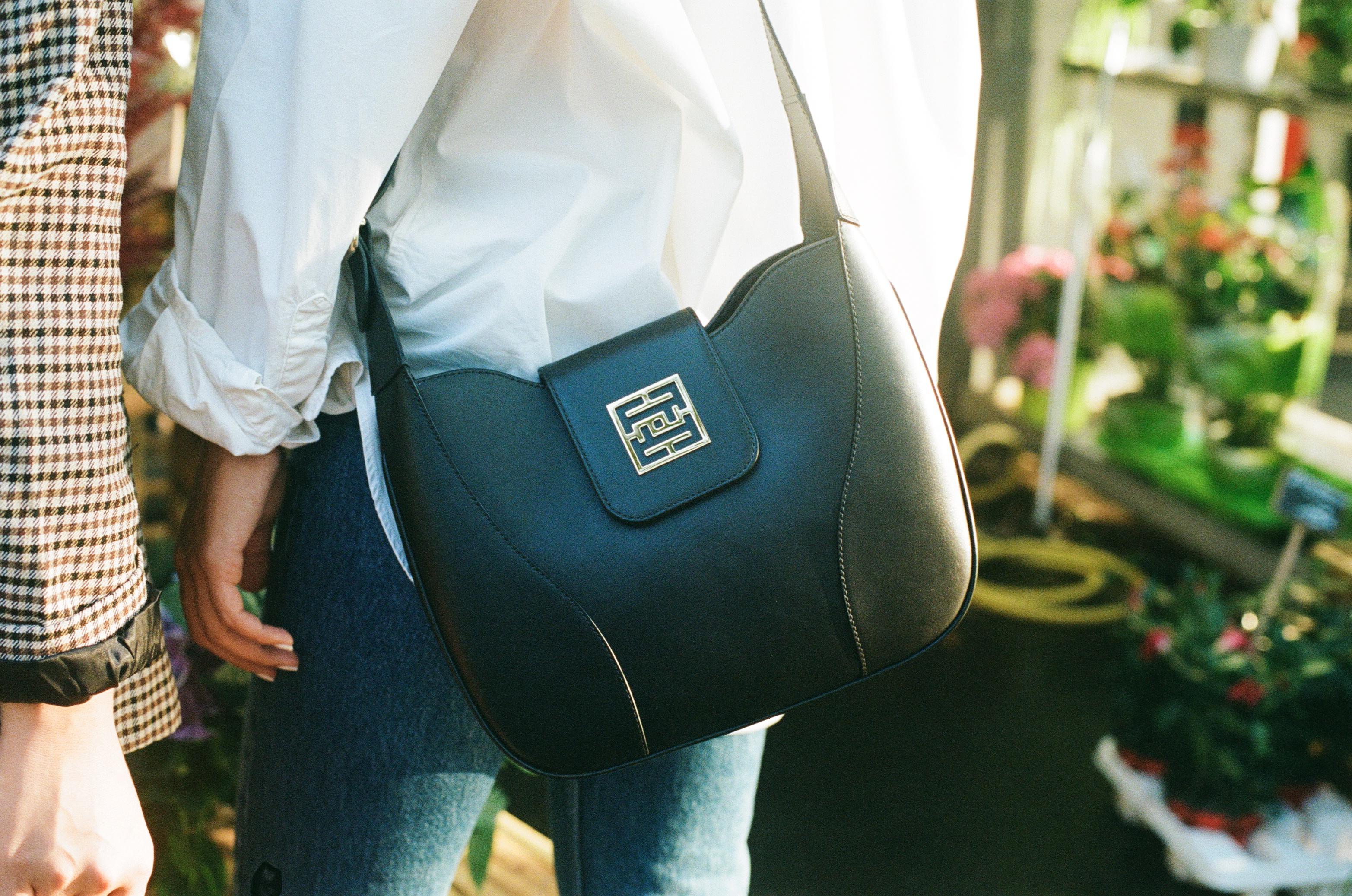 sac noir mat en cuir de vachette