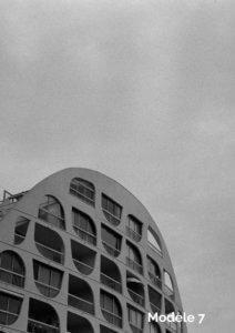 photo de la grande-motte en noir et blanc